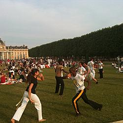 Capoeira in front of the Eiffel Tower