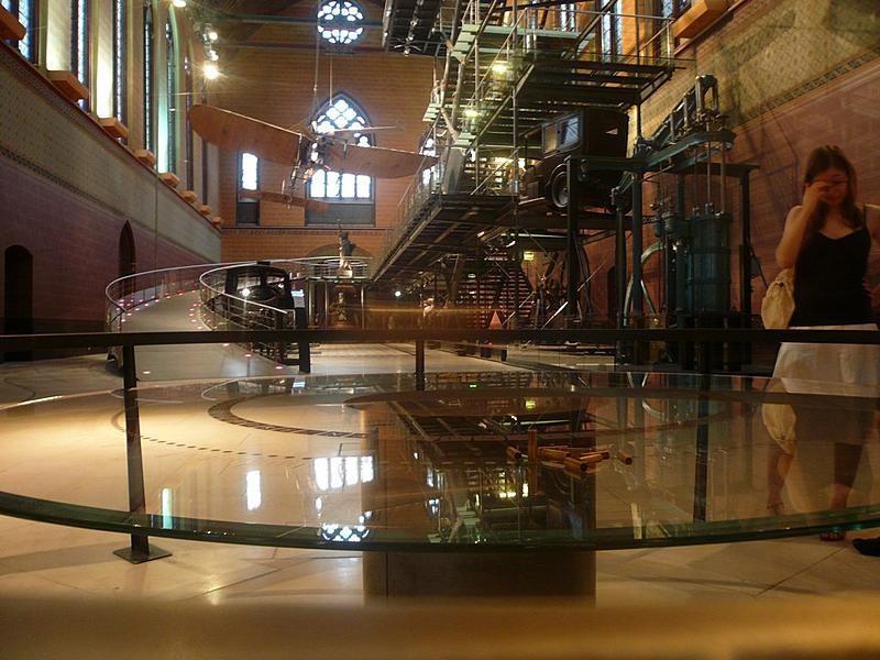 Musée des arts et métiers | Foucault's Pendulum swings by.
