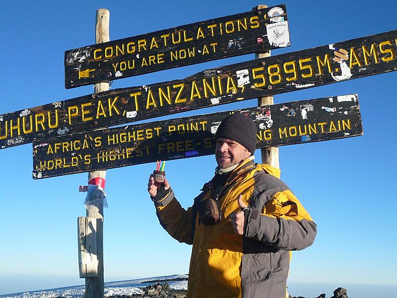 Willem celebrates at Uhuru peak with his birthday cake