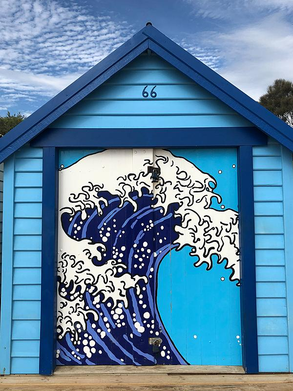 Great Wave of Kanagawa Bathing House | A blue bathing house with Hokusai's Great Wave of Kanagawa painted on it